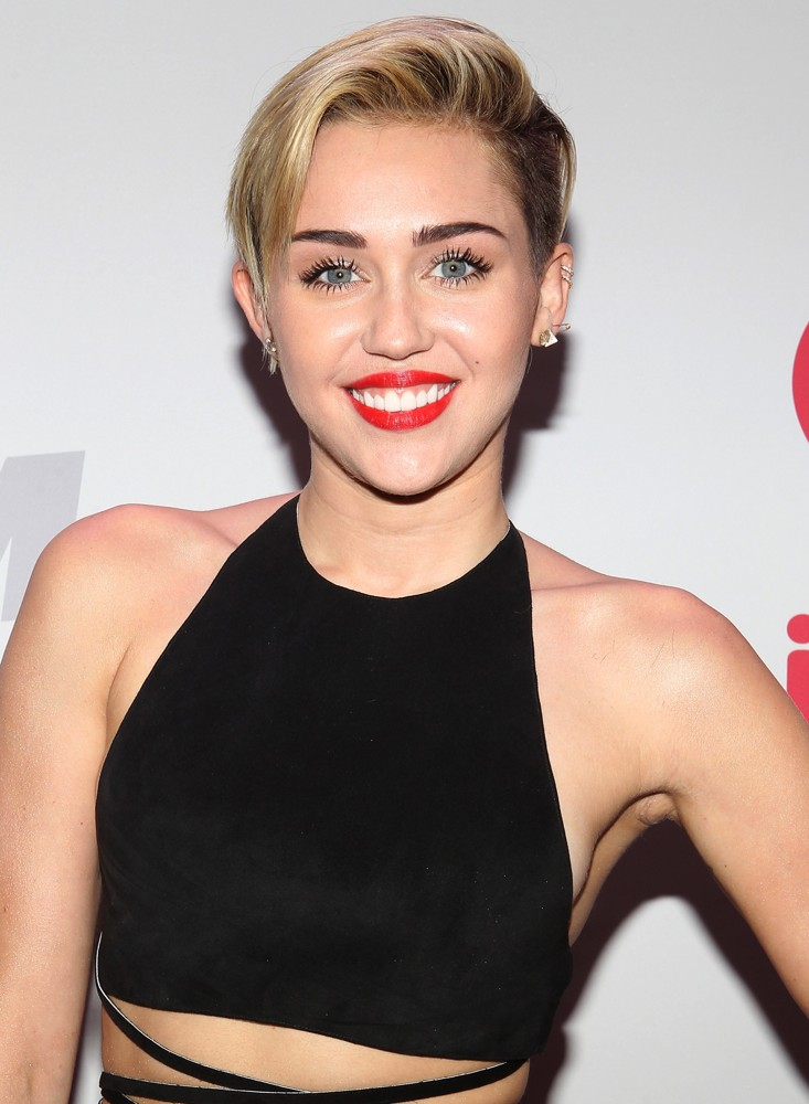 MILEY CYRUS Is At It Again, And Were So Glad She Is   The Giving.
